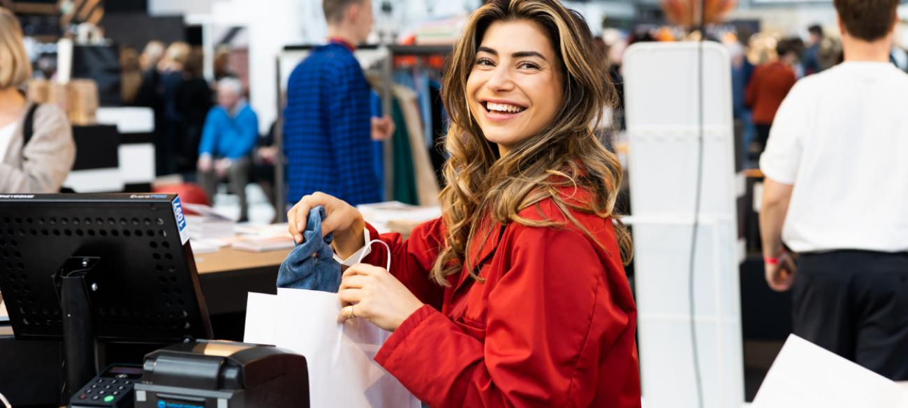 Revenge buying voor de feestdagen: gaat de consument wel of niet voor die feestelijke outfit?